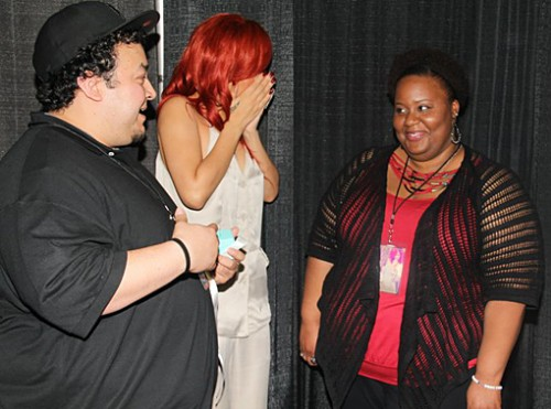rihanna-fan-proposes-2