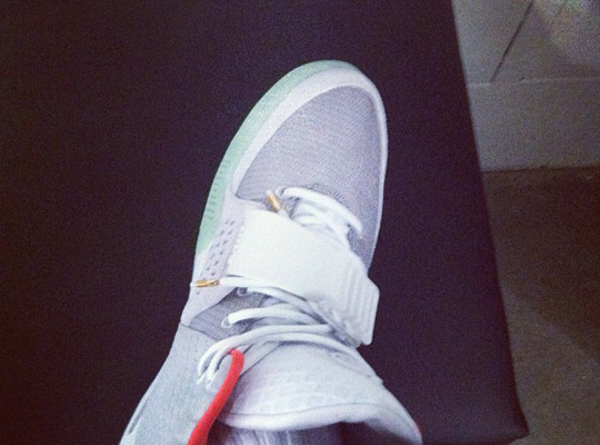 nike-air-yeezy-2-grey-0